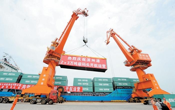 港航方面,滨州港2×3万吨级码头建成开航,标志着滨州终结无海港的