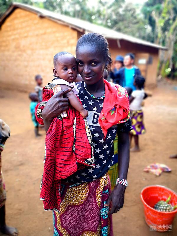 期间逢六一国际儿童节,我发回了《与几内亚宝宝的亲密接触》摄影报道