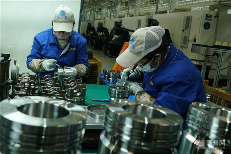 滨州渤海活塞股份有限公司生产车间。