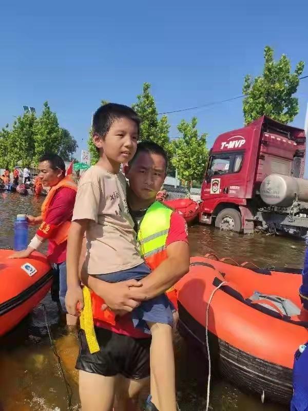 滨州职业学院机电工程学院学子李建瑞赴豫支援抗洪救灾