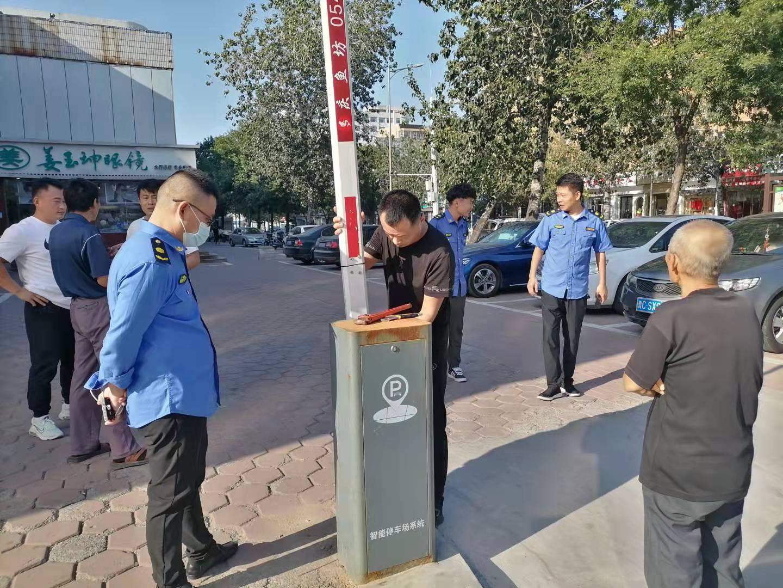 滨城区市中街道排查清理私设停车障碍