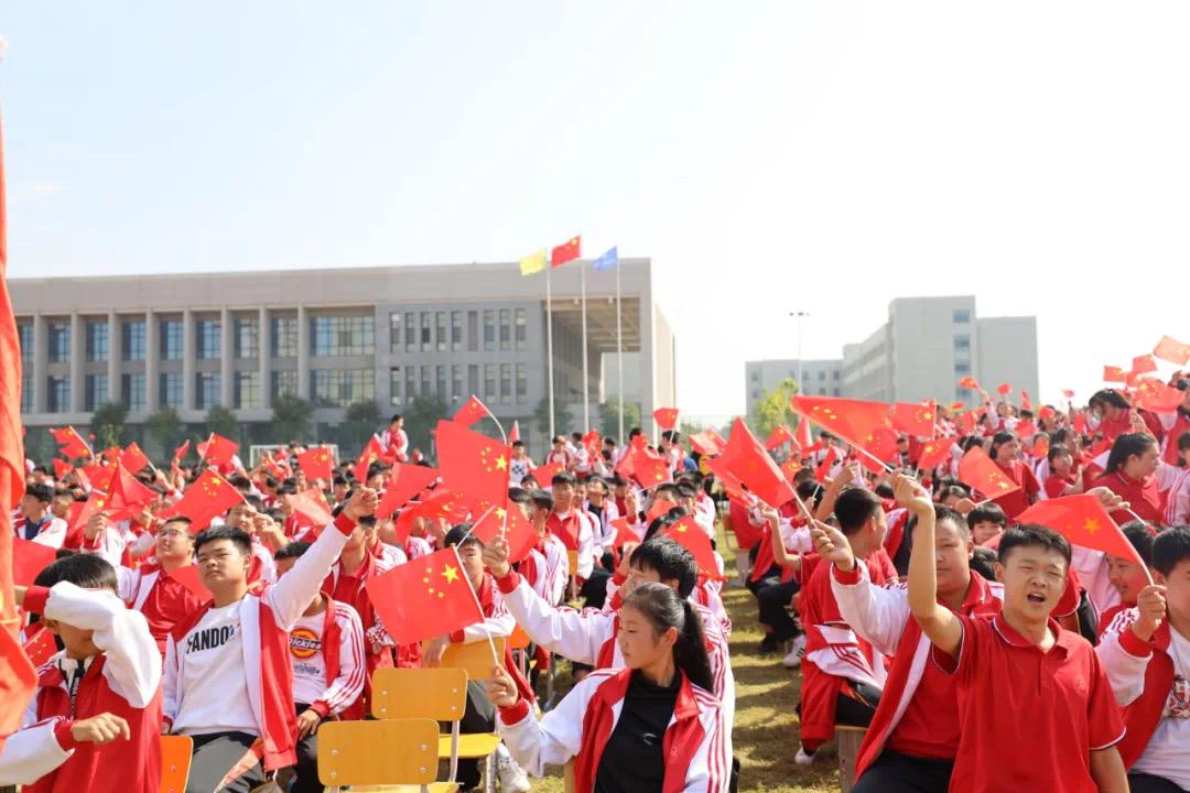 祖国颂 同唱一首歌:市高级技工学校5000师生齐唱红歌庆国庆