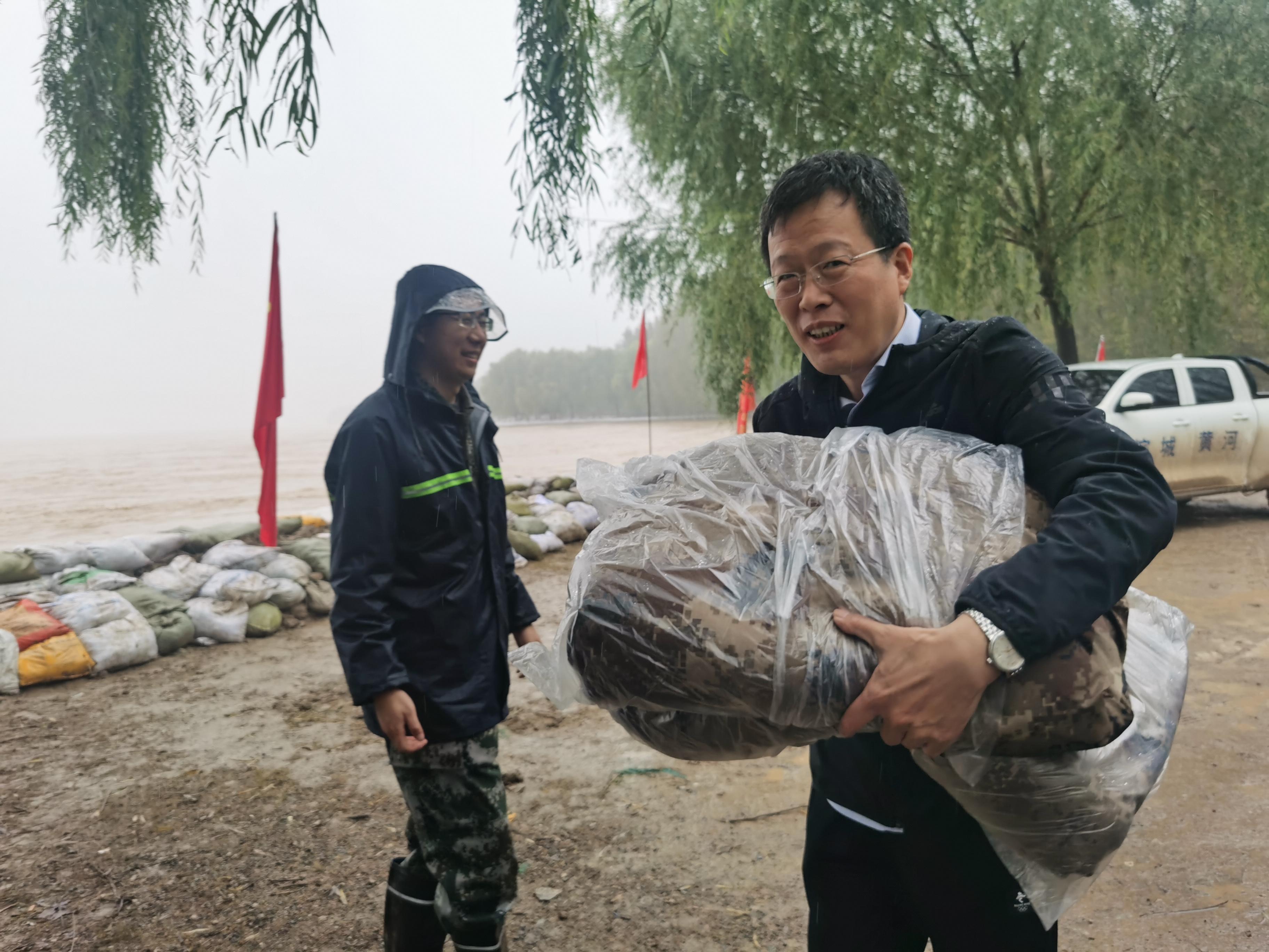 建设银行滨州分行向滨城区黄河防汛一线捐赠物资