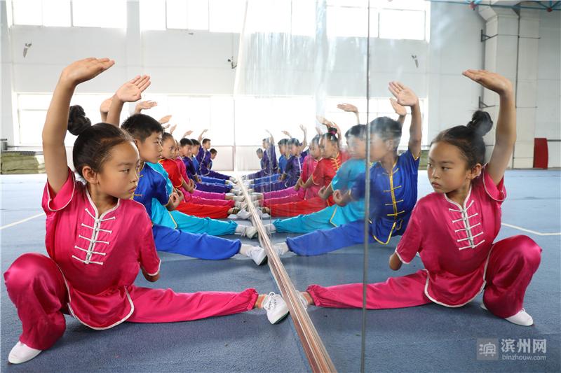 """孩子们在强身健体、磨炼意志的同时,也享受锻炼体魄的快乐,""""武""""出精彩暑假。"""