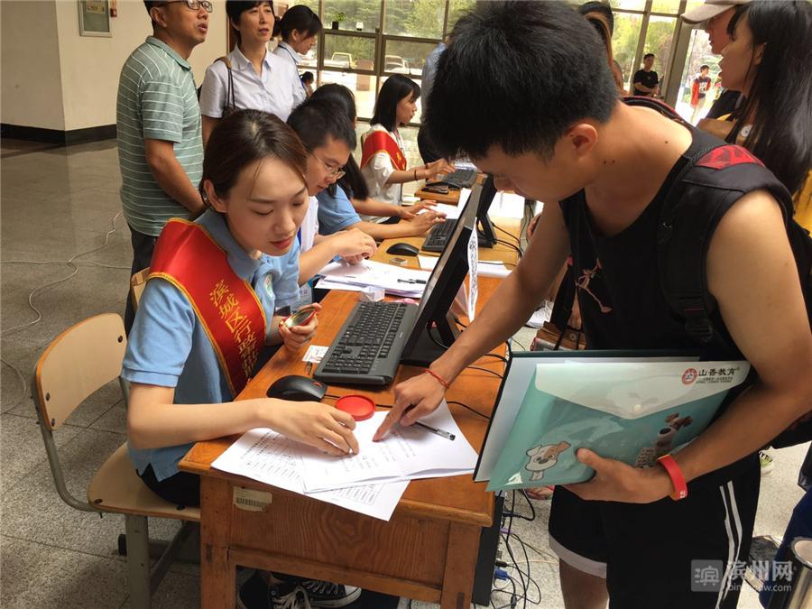 截至7月9日,该局共为709名滨州学院应届毕业生办理完成了教师资格认定现场确认业务。
