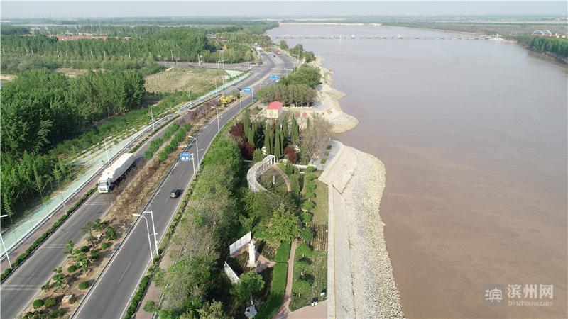 看黄河,五月最不可错过:壮阔中透着旖旎,磅礴大气间又多了一分温柔缱绻。今年以来,滨州经济技术开发区黄河河务局着力打造滨开黄河工程文化带。
