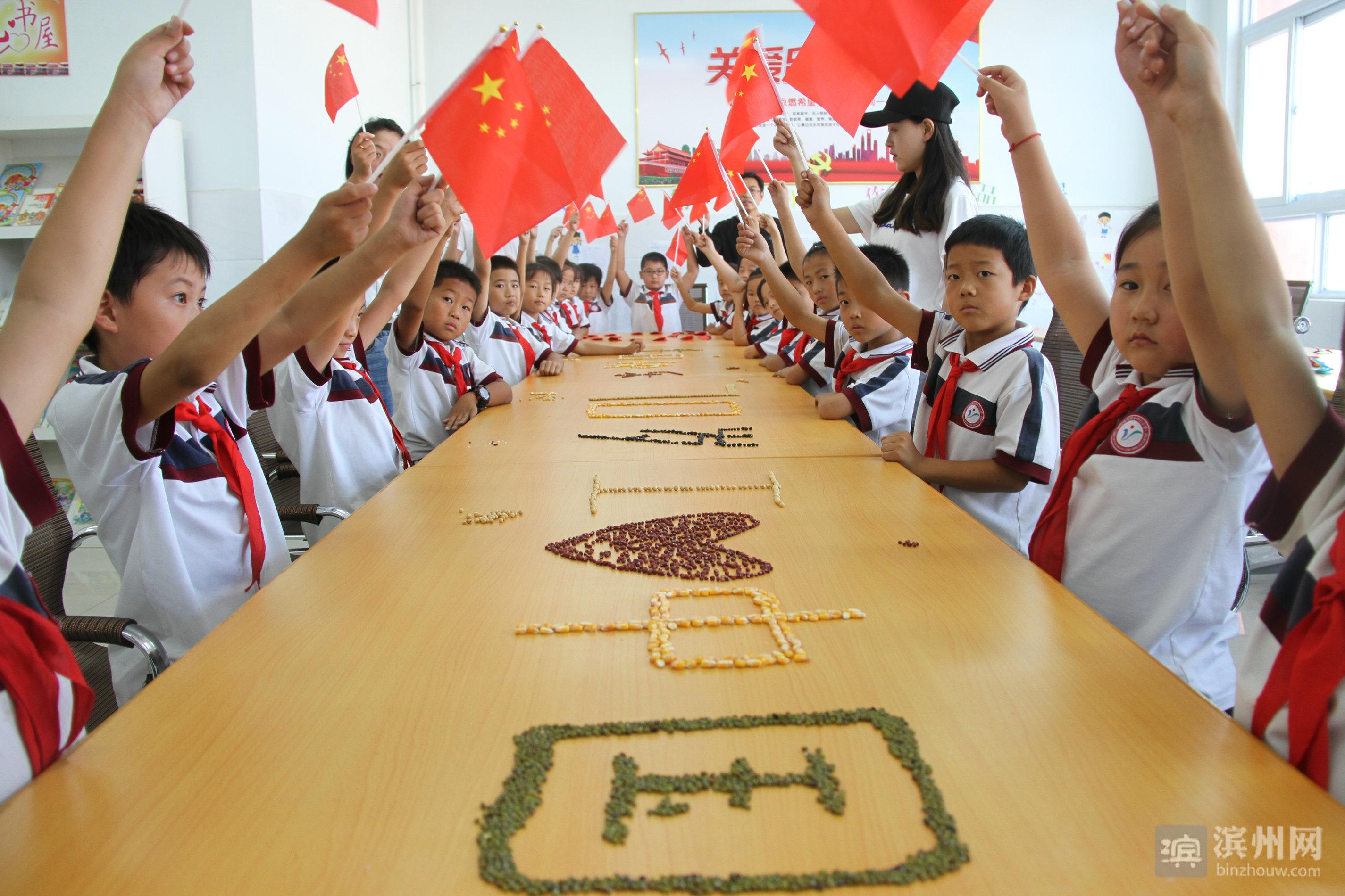 洋湖乡中心小学开展了留守儿童祝福祖国系列活动