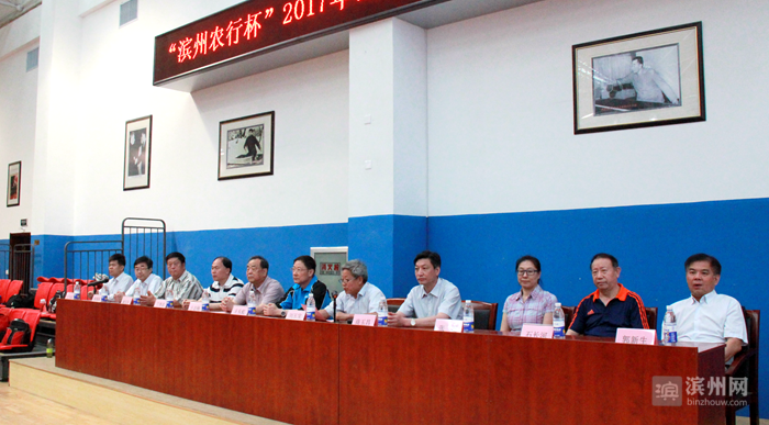 """5月16日上午,""""滨州农行杯""""2017年山东省老年人乒乓球比赛在滨州市体育局体育馆开幕。"""